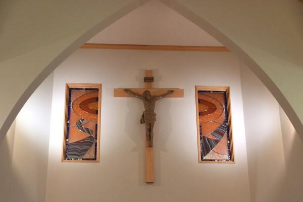 真手ノ浦教会のステンドグラス (1)調整